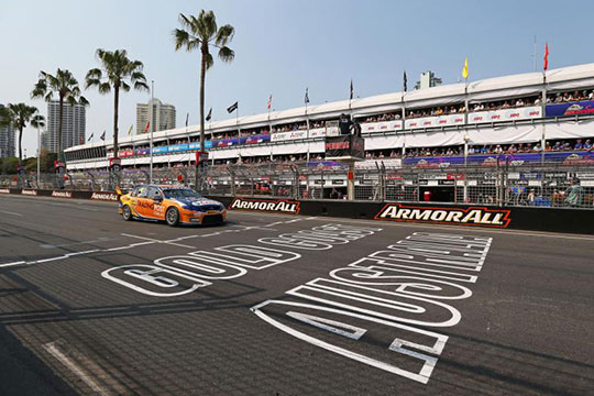 V8 Supercars will continue to race in Queensland until at least 2016