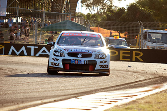 Garth Tander wins race 21 in Townsville