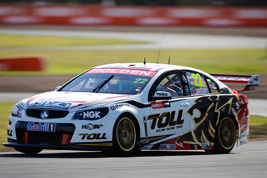 Holden-Racing-Team's-James-Courtney-Queensland-Raceway