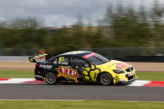 Shane van Gisbergen wins the third race of the 2014 ITM 500