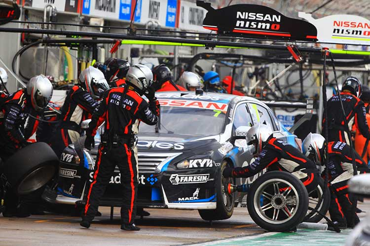 V8 Supercars to test new Dunlop tyre options