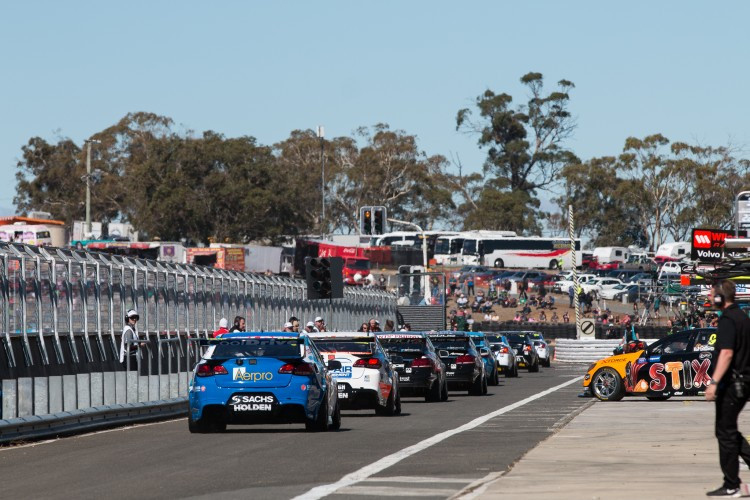 V8 Supercars Symmons Plains