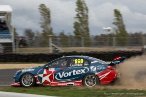 V8 Supercars at Symmons Plains, Tasmania – Photo: Rhys Vandersyde