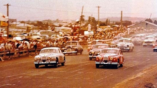Supercars history gets underway at Gnoo Blas 1960